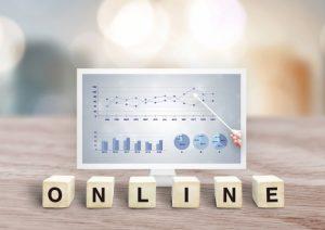 オンラインのダイスとパソコンモニター