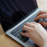 Zoomウェビナーの参加方法やアプリダウンロード方法を解説